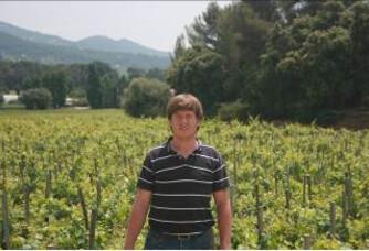 Alexandre Le Corguillé au milieu des vignes