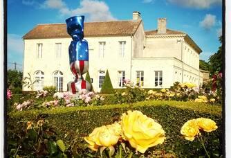 Paysage fleuri au Domaine Rollan de By